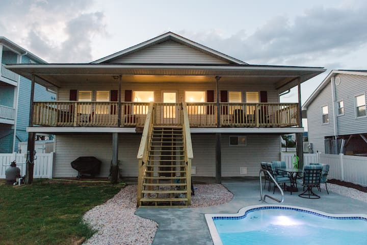 Holden Pattern- HEATED Pool, Pet Friendly, is a4 bedroom, 2 bath home what are you waiting for!