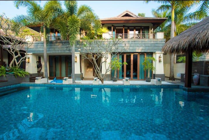 三亚亚龙湾私人泳池独栋别墅。四室两厅(赠宽阔泳池、厨房可做饭、儿童座椅、全自动麻将机)