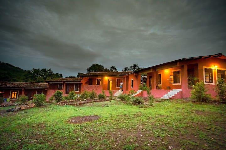 Kamshet Lakeside Artist Guesthouse