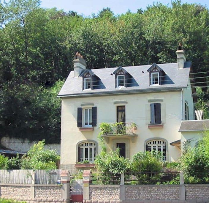 La maison d 39 alb tre chambres d 39 h tes louer veulettes - Chambre d hote theoule sur mer ...