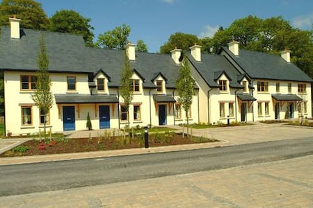 Fota Island 2 Bed  Classic Courtyard Lodge, Fota Island  Resort, Cork - 2 Bed - Sleeps 4 - Fota Island - House