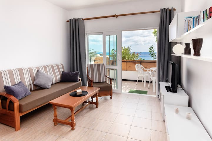 Beautiful Apartment On the Beach with Terrace & Gorgeous Ocean View; Street Parking Available
