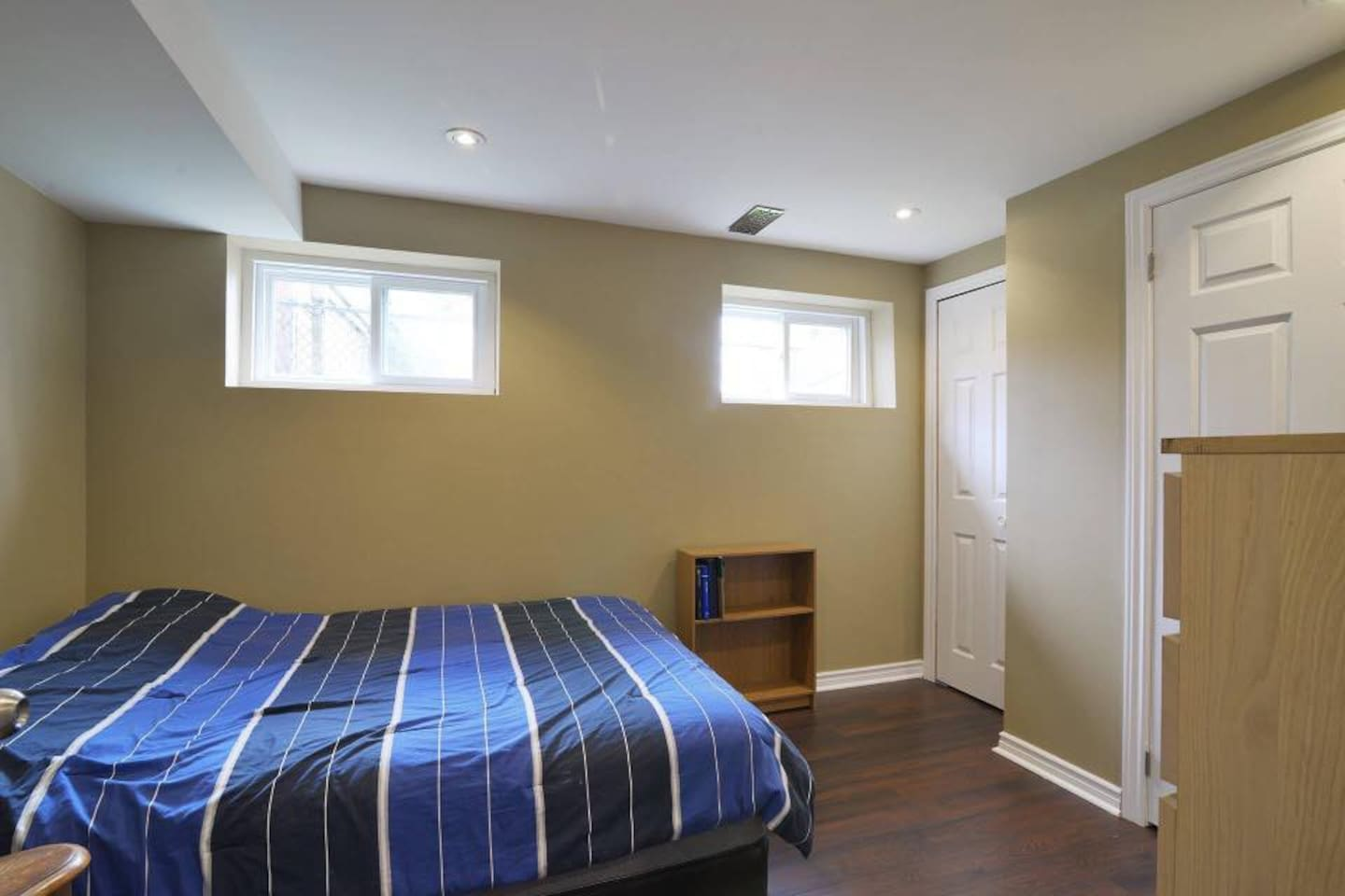 Room with queen bed available for single or double occupancy