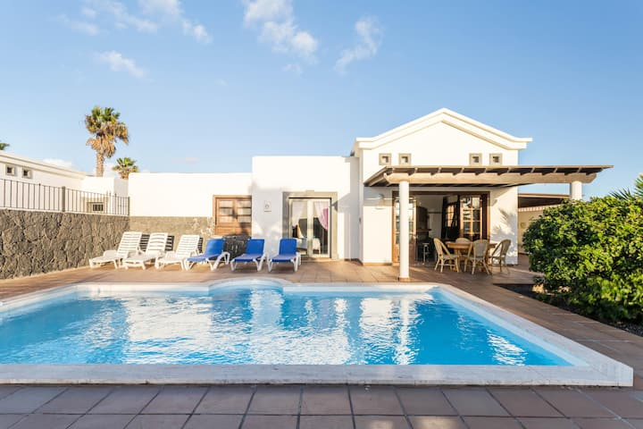 """Charming Holiday Home """"Villa Tania"""" with Sea View, Mountain View, Pool, Garden, Terraces & WiFi; Parking Available, Pets Allowed"""