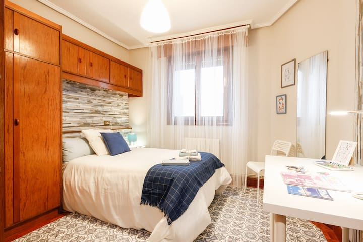 Single room with marine airs.