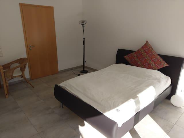 Dein/Euer Zimmer bzw. Studio mit Bett