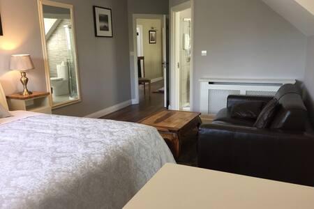 Ridgewood Lodge the Curragh  Room 1 / Sleeps 3
