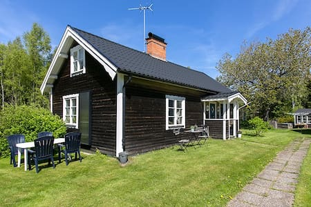 Cozy cottage directly by Österbymo - Österbymo - Dom
