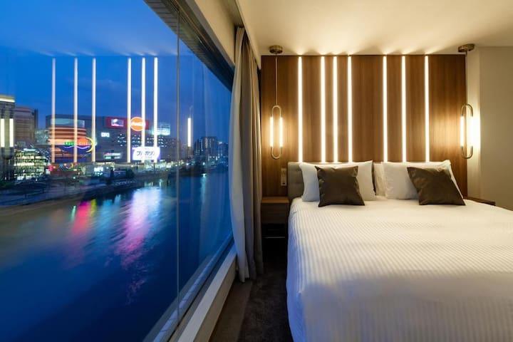 Deluxe Room/King Bed/River View/Top Floor