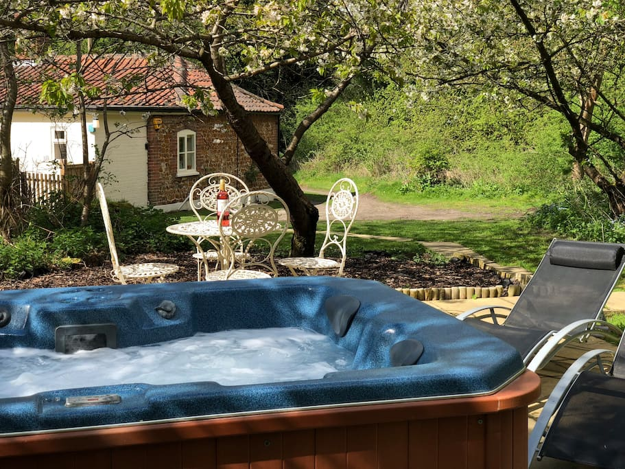 A few steps from the cottage leads to your private hot tub set in its own private woodlands.
