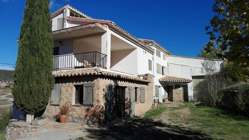 Gran casa de campo con terreno a 2min del pueblo - Cardona - Casa
