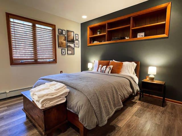 Bedroom 2: Queen size bed, pass through bathroom shared with Bedroom 3