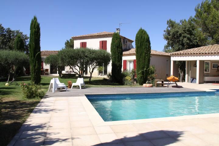Villa lumineuse calme avec Jardin & Piscine, Nîmes - Nîmes - Villa