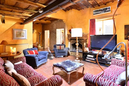 Rome large apartment with terrace