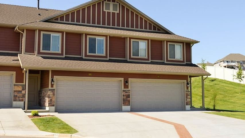 Simple townhome - Layton - Casa