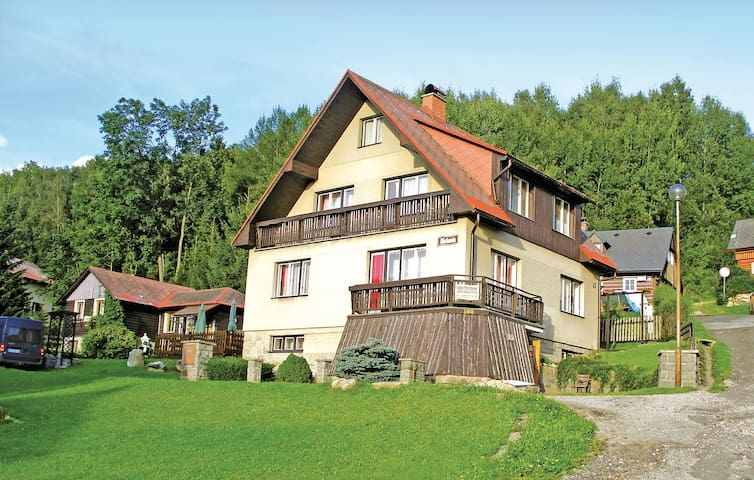Holiday cottage with 7 bedrooms on 190 m²