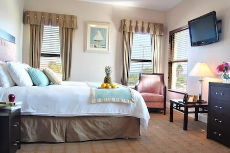 The Alexander #109 - Queen Suite
