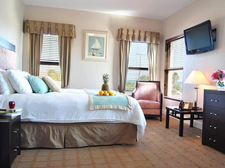 The Alexander #209 - Queen Suite