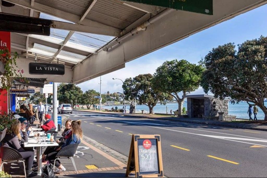 St Heliers Village on Tamaki Drive which leads to downtown Auckland