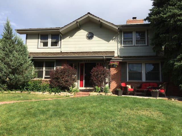 Spacious home with pool and hot tub - Denver - Hus