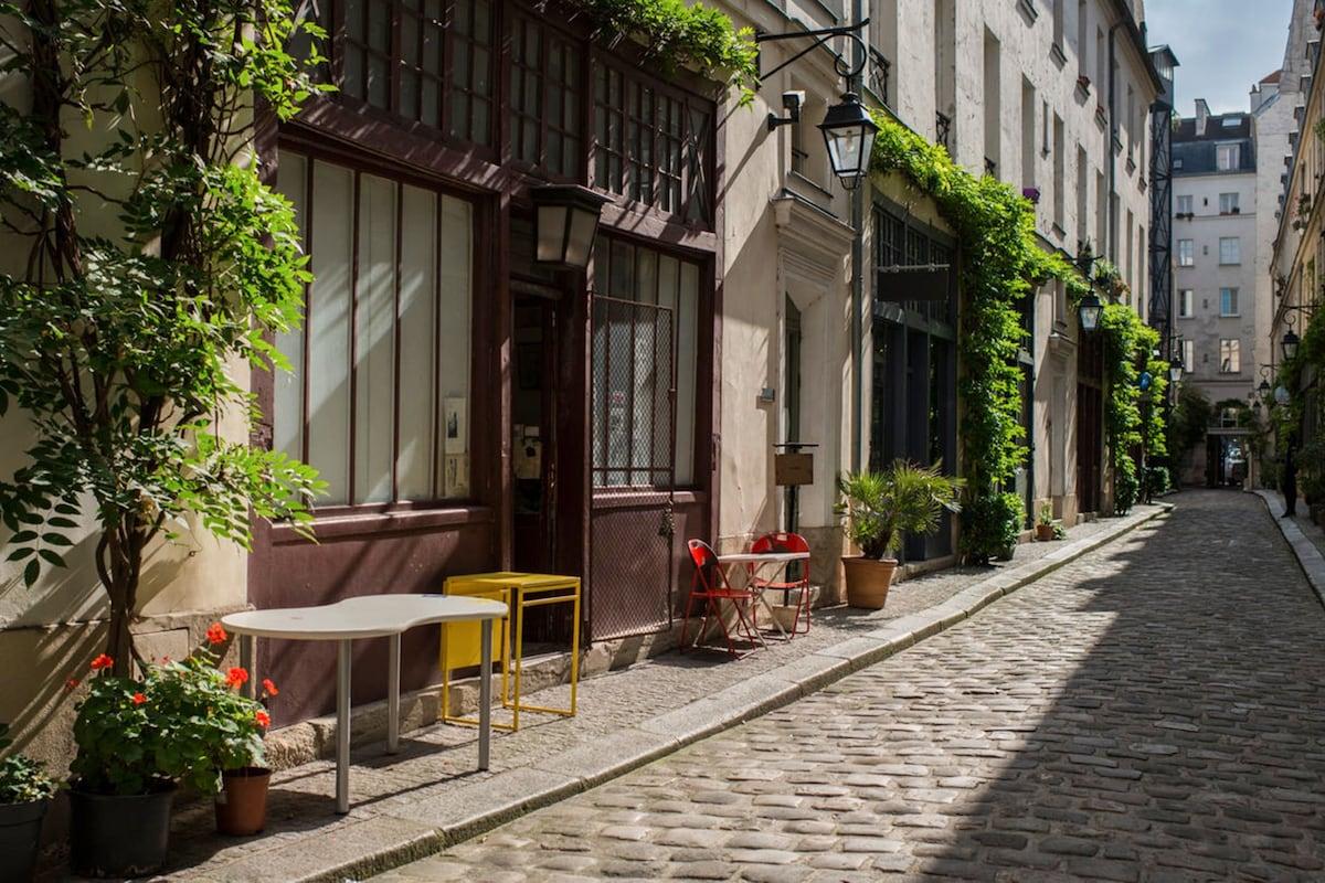 Délicieux La Maison Du Convertible Paris 15 #12: Affordable Th Of Paris Top Th Of Paris Vacation Rentals Vacation Homes U  Condo Rentals Airbnb Th Of With La Maison Du Convertible Paris 15