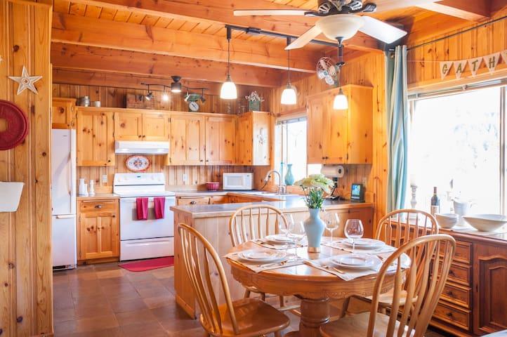 The Ideal Getaway & Backyard Haven