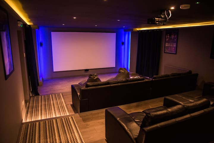 Cottage & Studio with Cinema and Games Room