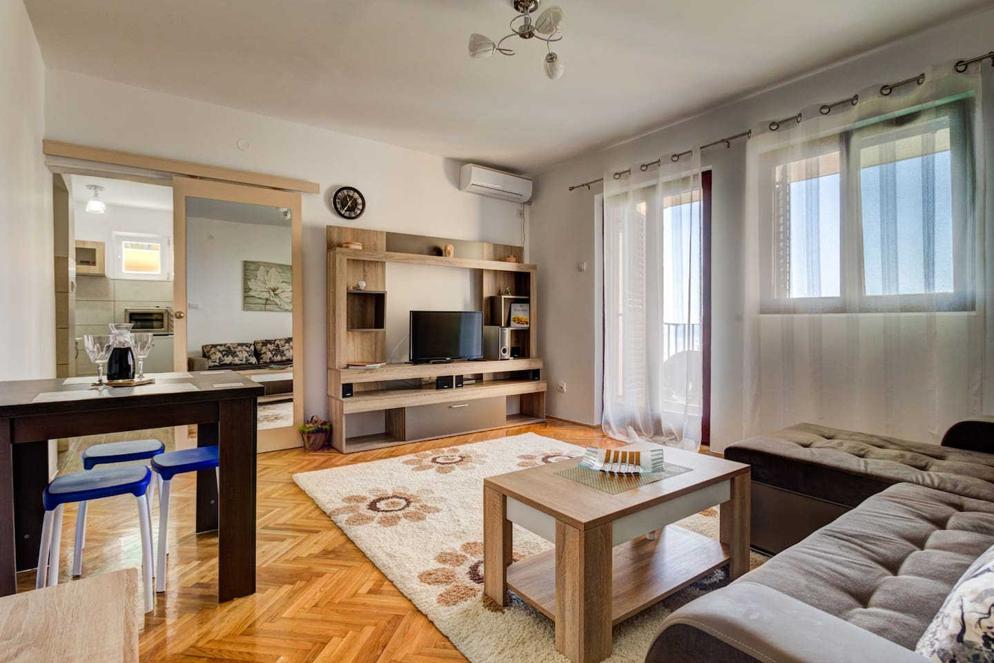 Welcome to Krdzic apartments, a place to relax near the beach and within easy reach to nearby Budva and Sveti Stefan . Bright and modern living room opens to a small terrace from where you can enjoy the sea view and view of surrounding Becici area.