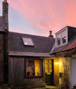 Lovingly renovated Fishermans Cottage by the Sea