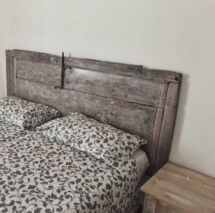 Private double bedroom with two single beds. Ancient wood door.