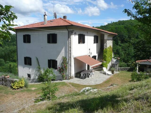 Casa Pastano-Farmhouse Apartment Tornolo, Bedonia