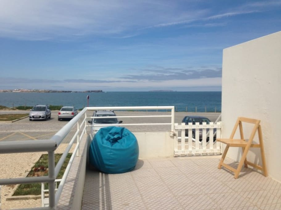 Baleal peniche surf hostel dorm bed hostels for rent for Terrace house full episodes