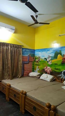 4 Bed Stay Chennai Virugambakkam