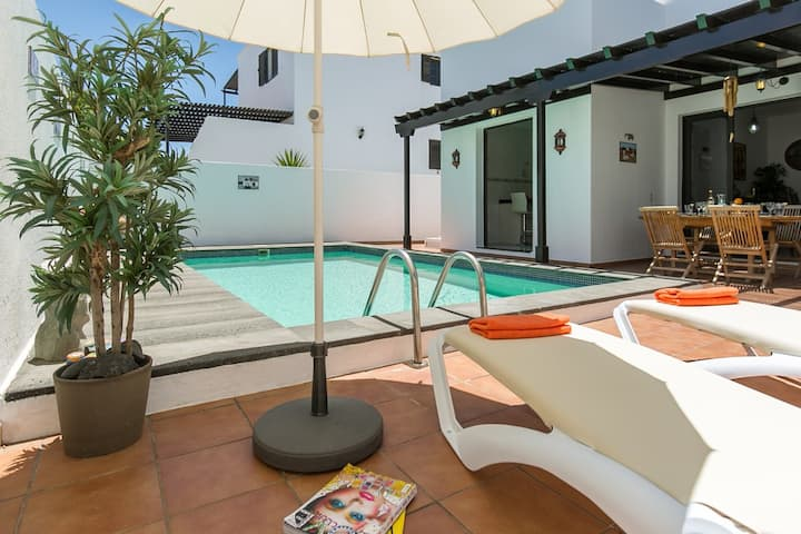 Luxury villa with  pool, 5 min from the beach