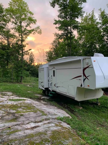 Camper: Come Stay & Enjoy the Gatineau Hills