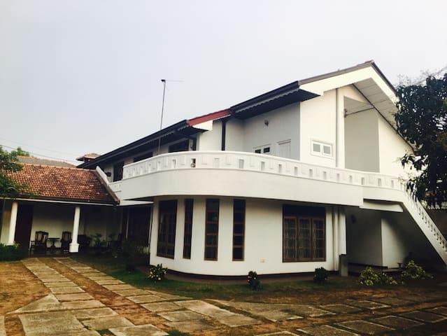 White Lotus Villa - Katunayake - Lägenhet