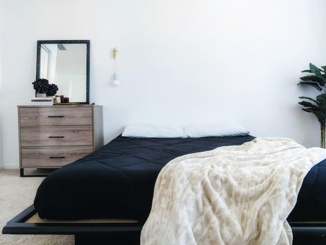 Serene, minimal bedroom II