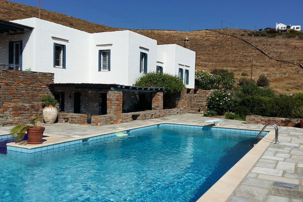 Amazing villa with pool in kea island ville in affitto a for Isola di kea grecia