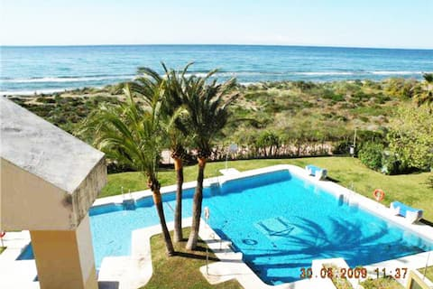 Seafront apartment in the best beach in Marbella