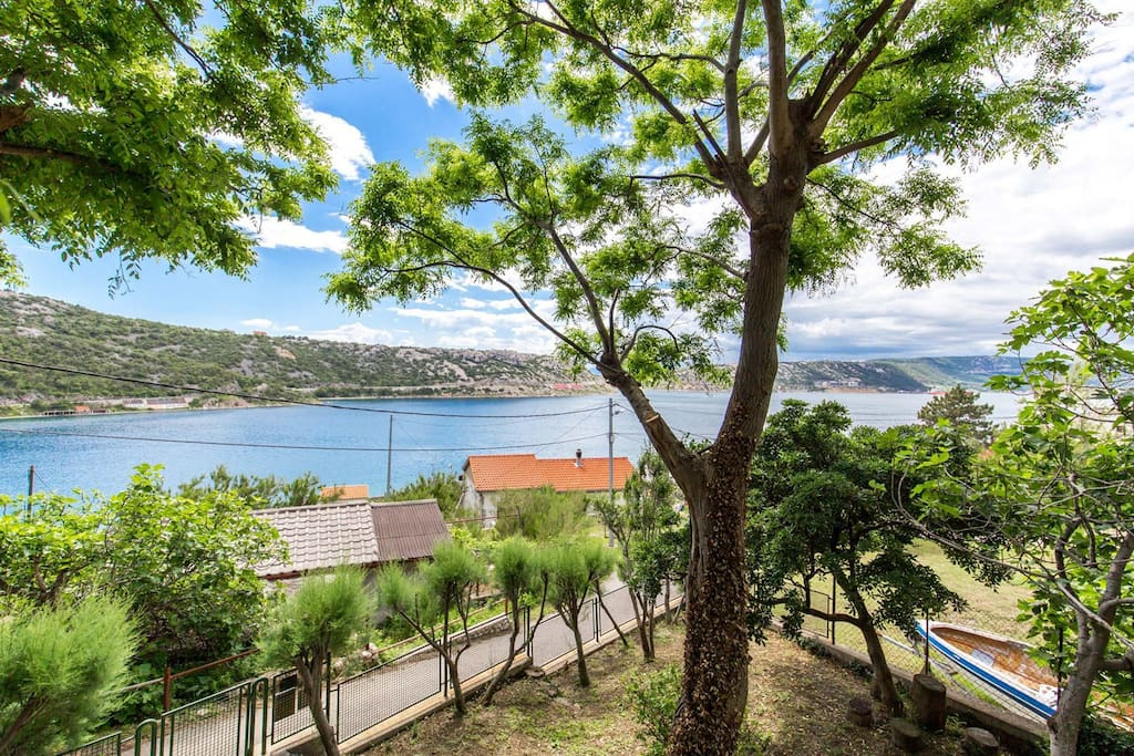 Wonderful apartment Bakarac with breathtaking view of the sea and the surrounding beauty of nature.