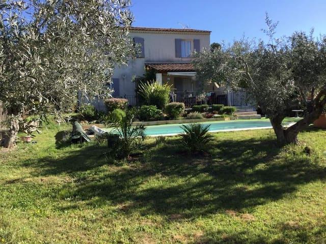 Maison de Provence aux portes des lavandes