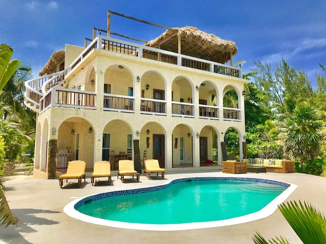 Caribbean Beachfront w/Pool, Dock & rooftop deck