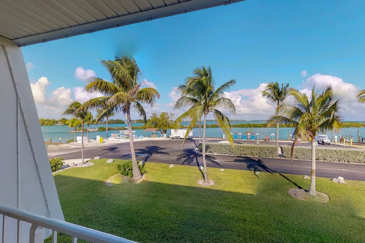 Waterfront retreat with full kitchen, balcony, and ocean views!