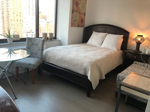 NYC Spacious Bedroom-Luxury Building !