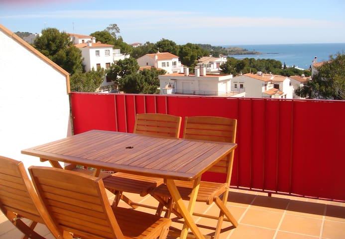 156 Apartment sea views with a communal pool - Llançà - Lägenhet