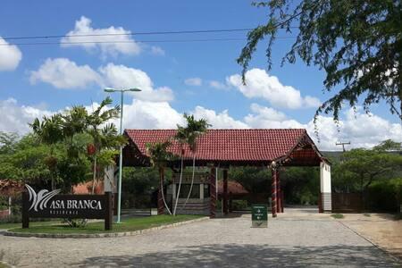 Flat no Paraíso de Gravatá - Condomínio Asa Branca