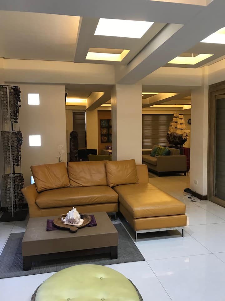 Penthouse Rental in BF Homes Paranaque