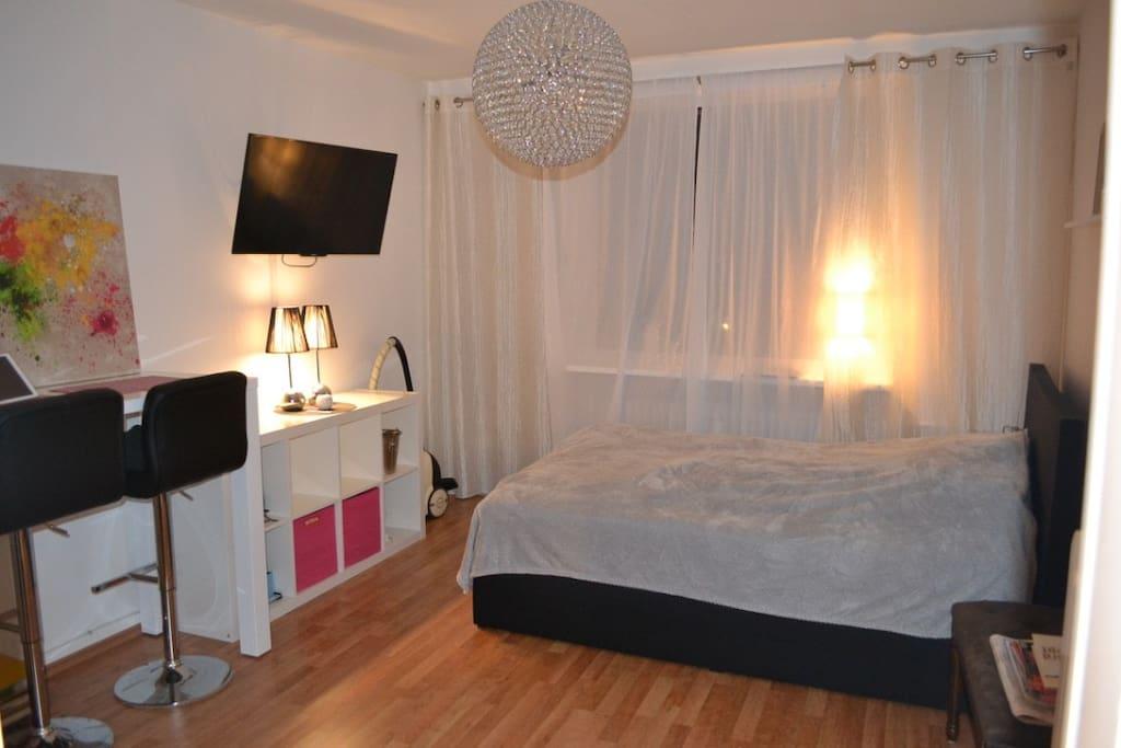 Wohn- und Schlafzimmer / bed & living room