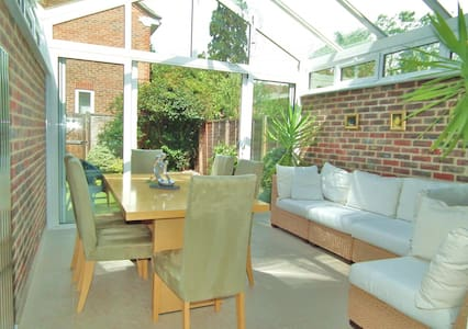 Bright 2+ beds home in a convenient location - Weybridge