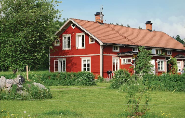 Holiday apartment with 5 bedrooms on 150 m² in Malmköping